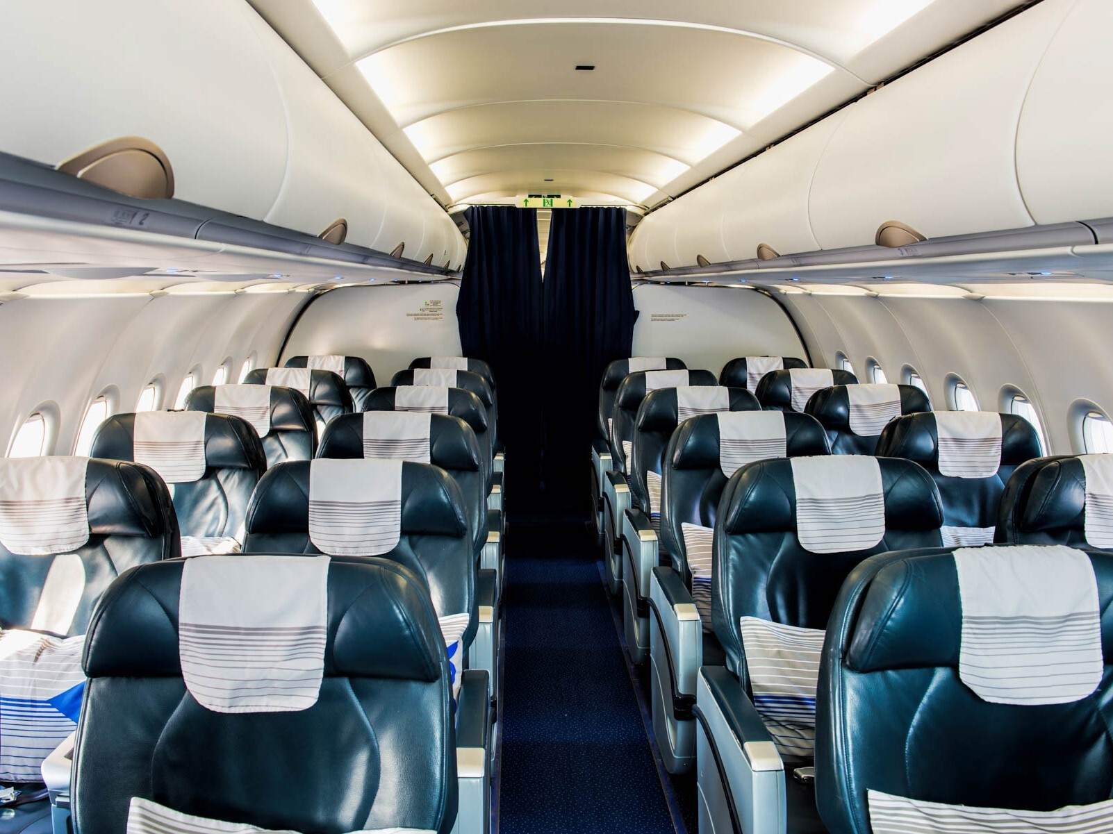 Airplane_Interior_shutterstock_545220661.jpg