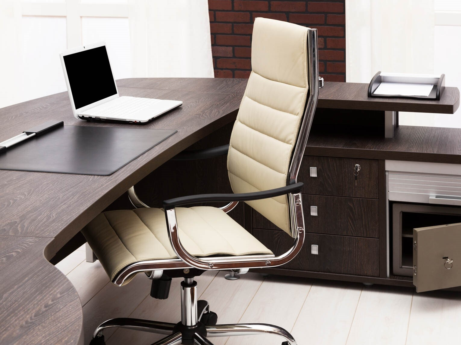Furniture_Office_shutterstock_123936604.jpg